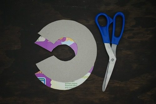 cut disks for a pom-pom
