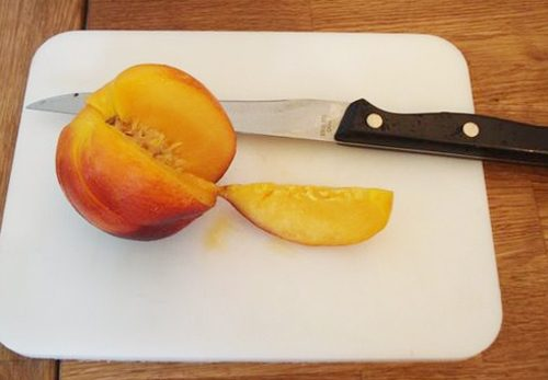slicing peaches, nectarines and other stone fruit
