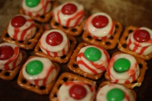 101 Days of Christmas: Peppermint Chocolate Pretzel Treats