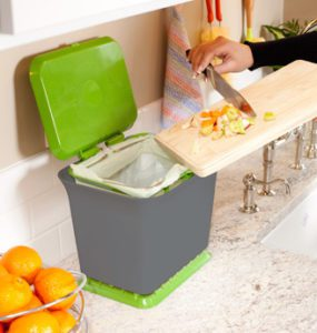 Read more about the article Giveaway: Full Circle Fresh Air Kitchen Compost Collector