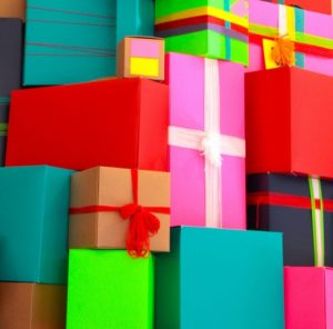 Read more about the article 3 Ways to Spend Less and Give More This Holiday Season