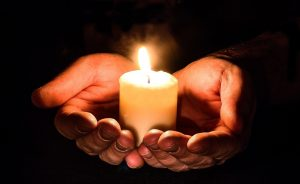 Read more about the article How to Be a Light This Christmas