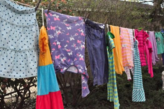 9 Tips for Hanging Out Laundry on the Clothesline at lifeyourway.net