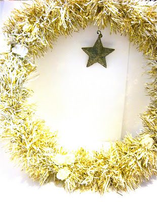Tinsel Wreath  {DIY Wreath Roundup at lifeyourway.net}