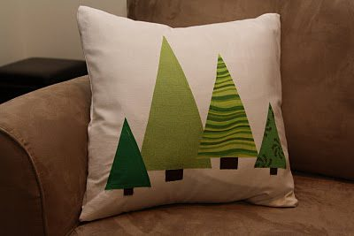 Applique Christmas Tree Pillow {Handmade Decor Roundup at lifeyourway.net}
