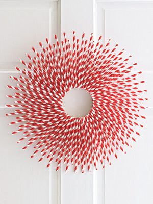 Paper Straw Wreath {DIY Wreath Roundup at lifeyourway.net}