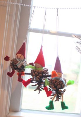 Elf Pinecones {DIY Ornaments for Kids Roundup at lifeyourway.net}