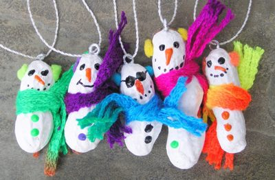 Peanut Snowmen {DIY Ornaments for Kids Roundup at lifeyourway.net}