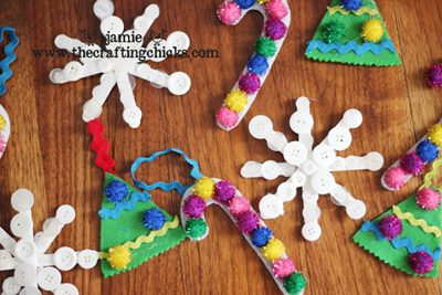 Button & Pompom Ornaments {DIY Ornaments for Kids Roundup at lifeyourway.net}