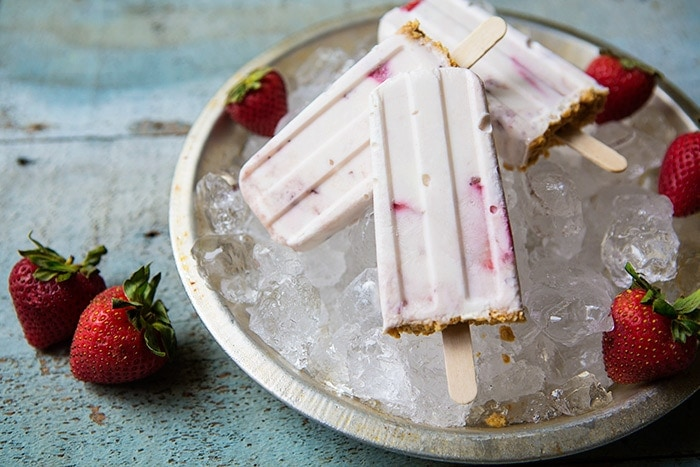 Strawberry Cheesecake Popsicles #recipe via LifeYourWay.net