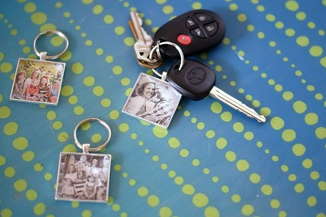 DIY photo keychains {101 Days of Christmas}