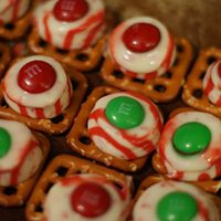 Peppermint Chocolate Pretzel Treats