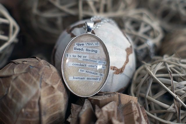 DIY word necklaces {101 Days of Christmas}