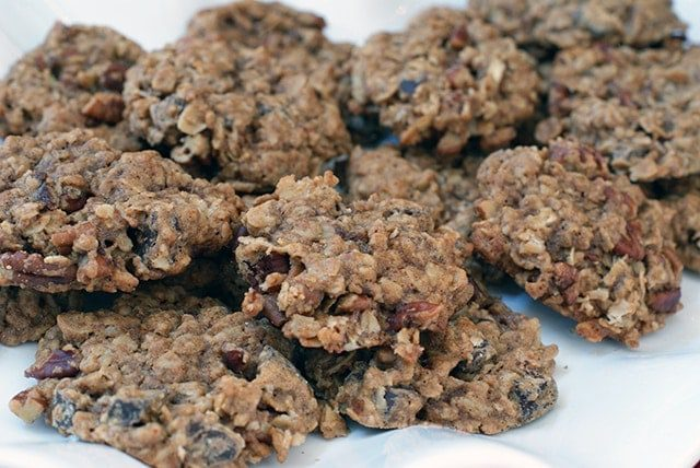 Chocolate chunk & toasted pecan oatmeal cookies {101 Days of Christmas}