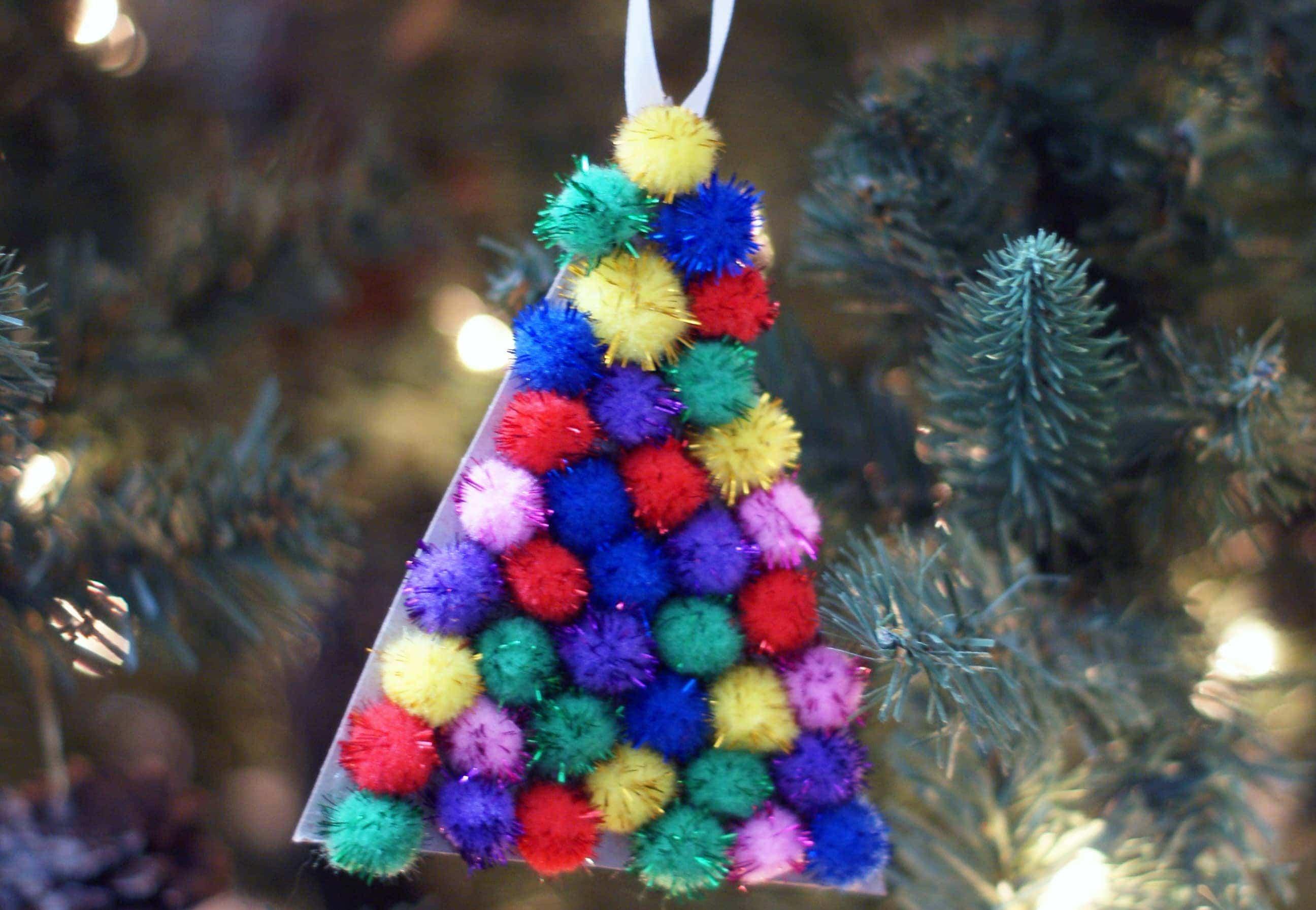 Easy pompom ornament craft {101 Days of Christmas}