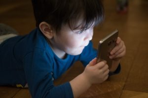 How to Protect Your Kids Online [The Non-Techie Guide]