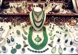 Read more about the article How Jewelry Can Make or Break an Outfit