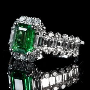 Read more about the article Emerald Engagement Rings: Everything You Need To Know