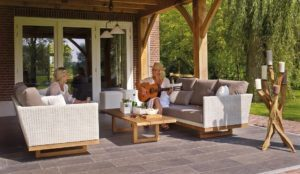 What Type of Seating Should You Buy for Your Outdoor Space?