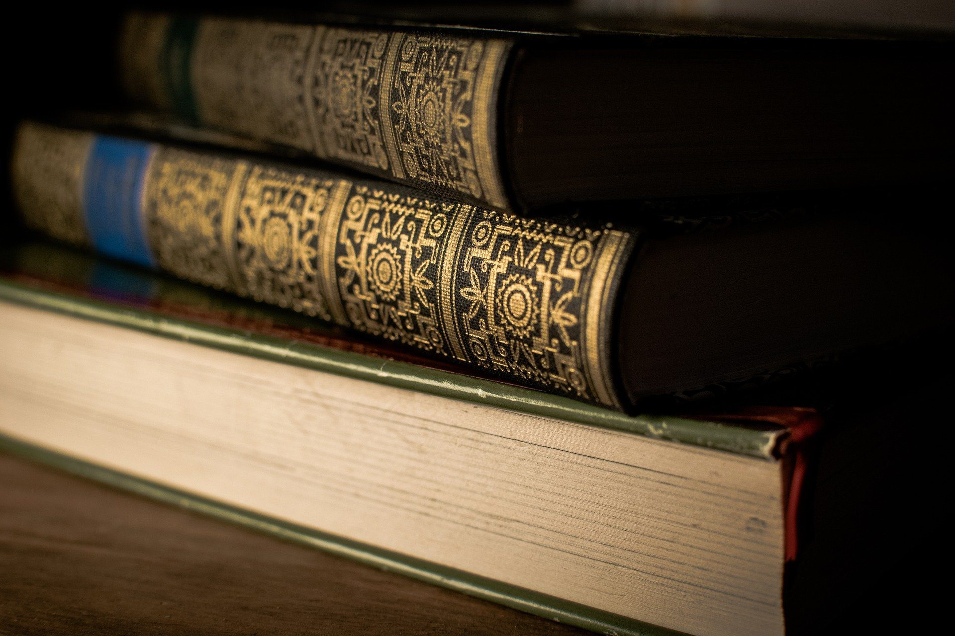 You are currently viewing Literary Classics That Will Improve Your English and Your Mood