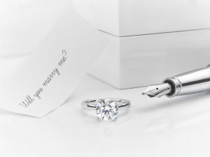 Read more about the article 7 Tips To Pick The Perfect Engagement Ring For You