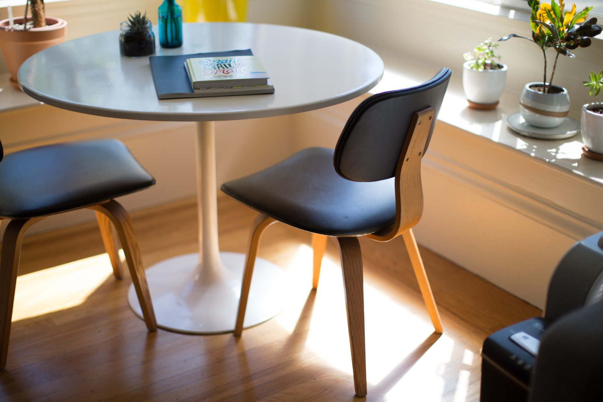 A popular dining table style: The tulip table and its uniqueness