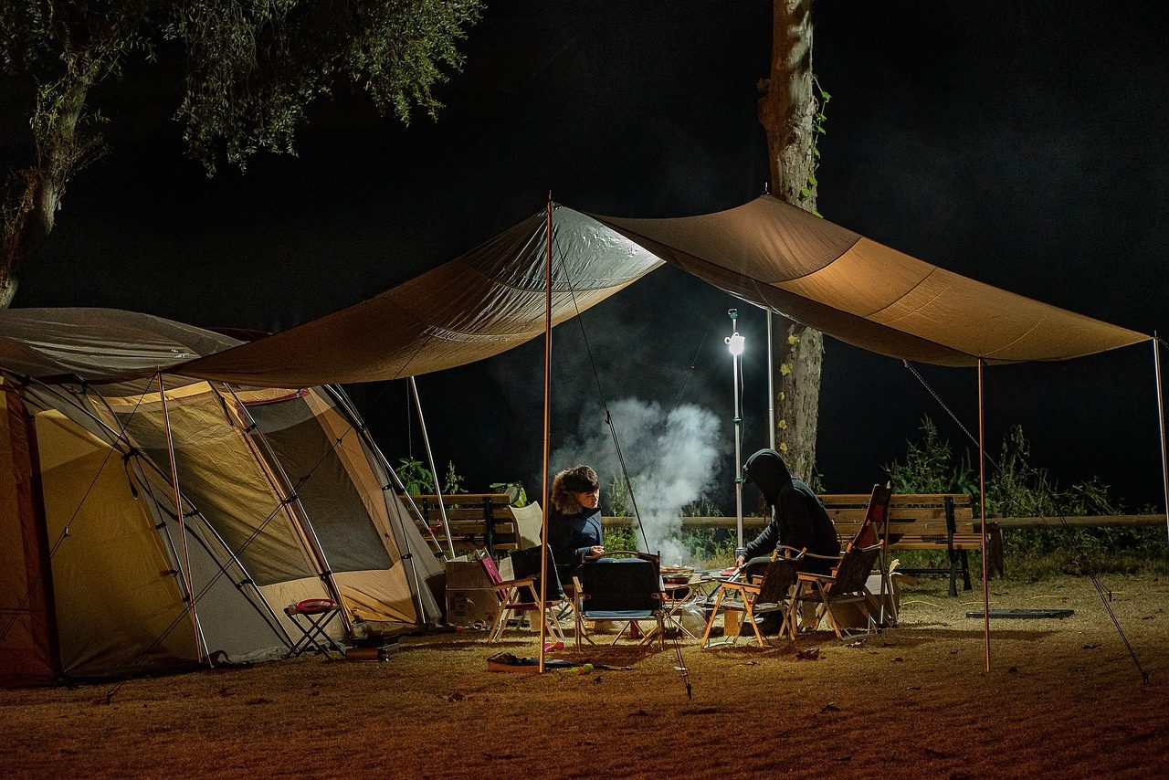 You are currently viewing 3 Simple Ways to Recharge Your Phone When Camping