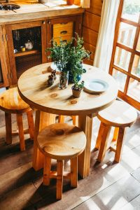 Read more about the article Wood Furniture Cleaning Do's and Don'ts According to the Pros