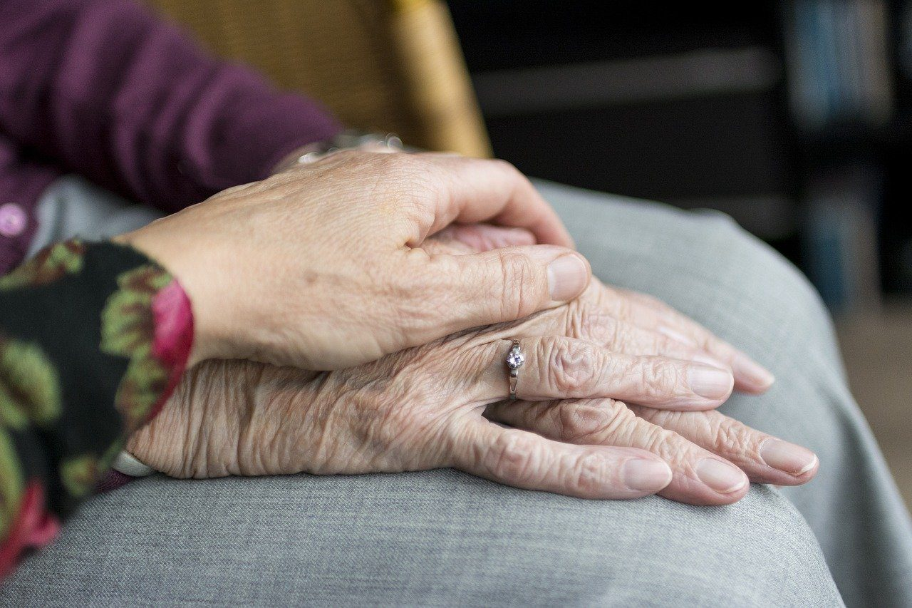You are currently viewing 4 Essentials Needed to Care for Elderly Relatives