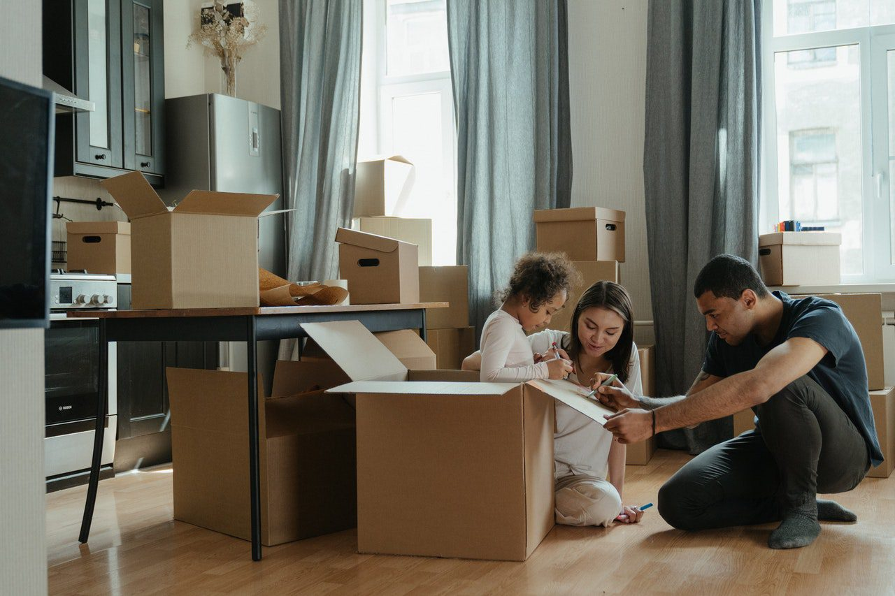 You are currently viewing Take The Stress Out of Moving with Kids By Following These Tips