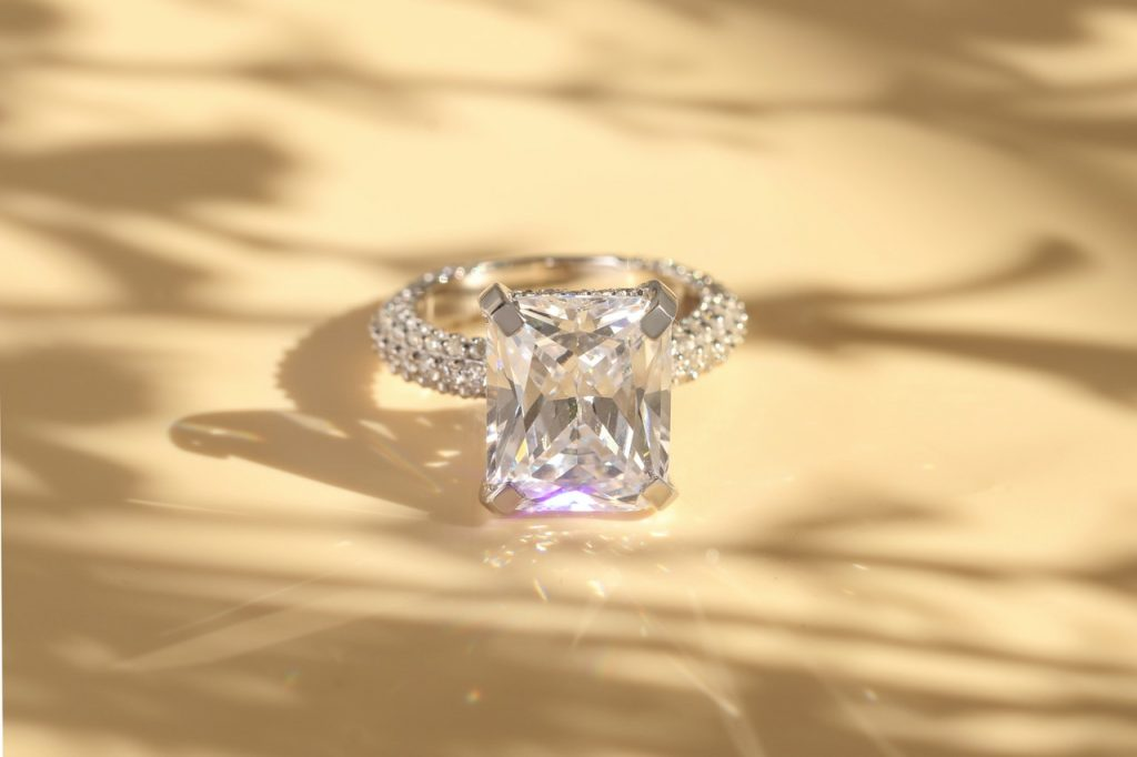 Glorious engagement ring