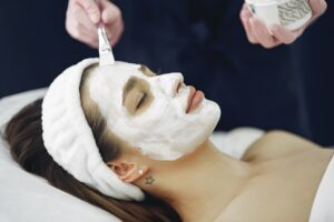 Read more about the article 5 Reasons to Go for a Deep Cleansing Facial Today