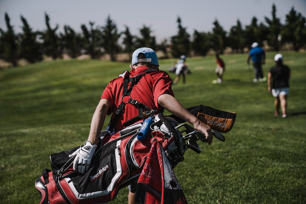 You are currently viewing A List of Things Every Good Golfer Has in Their Bag