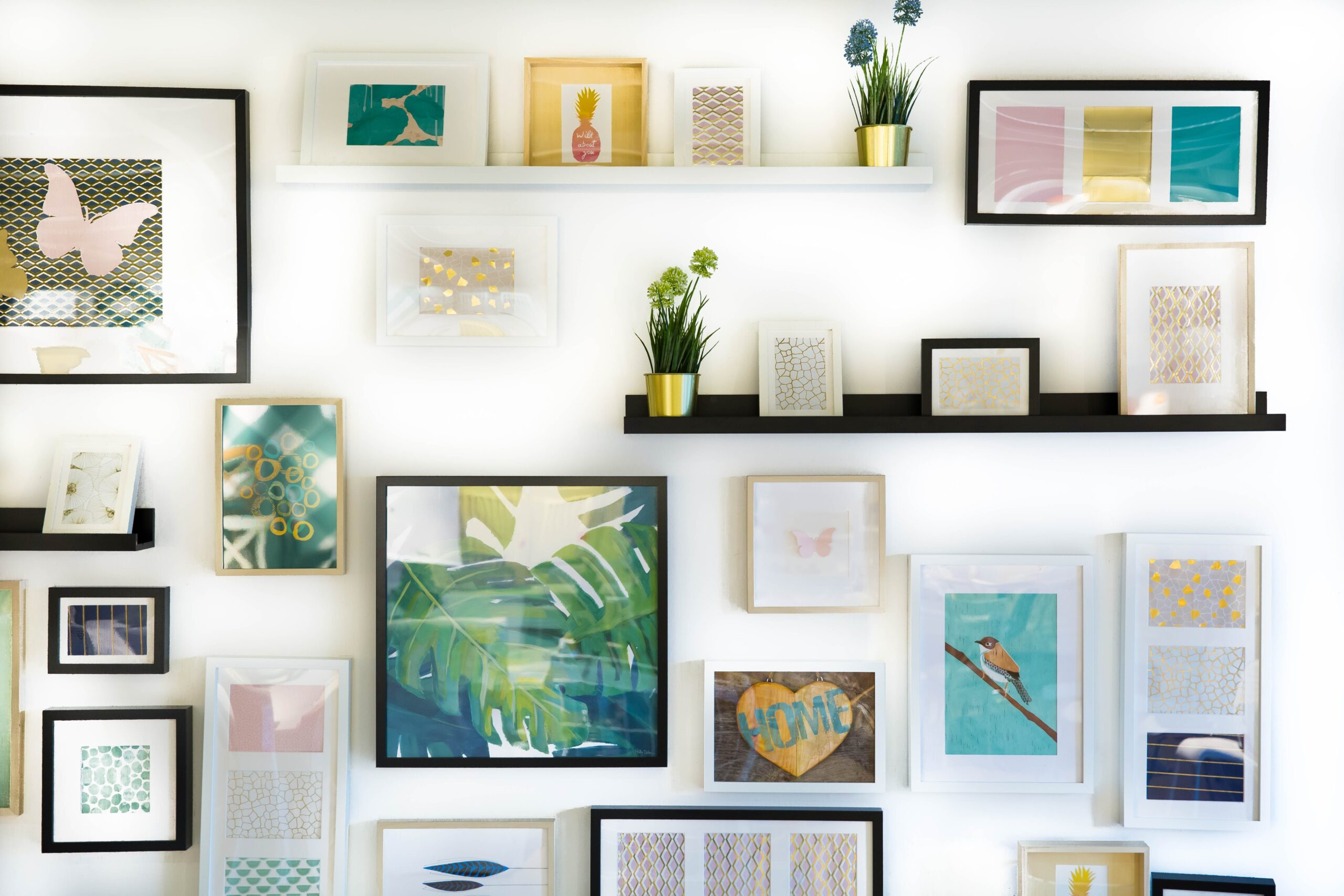 You are currently viewing 6 Useful Tips On How To Decorate Your Walls On A Budget