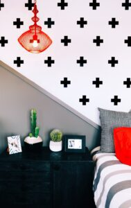 Read more about the article See How to Create a Sultry Look with Removable Black Wallpaper