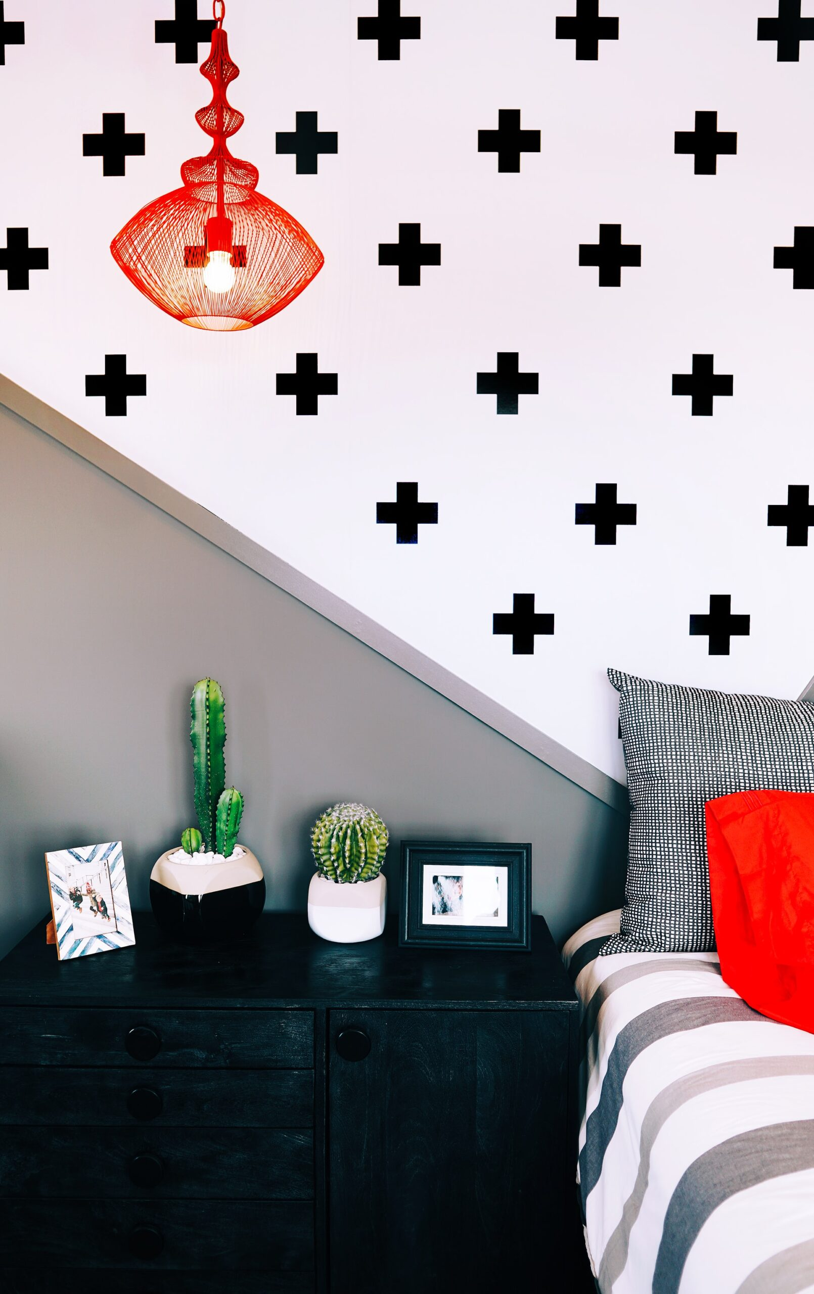You are currently viewing See How to Create a Sultry Look with Removable Black Wallpaper