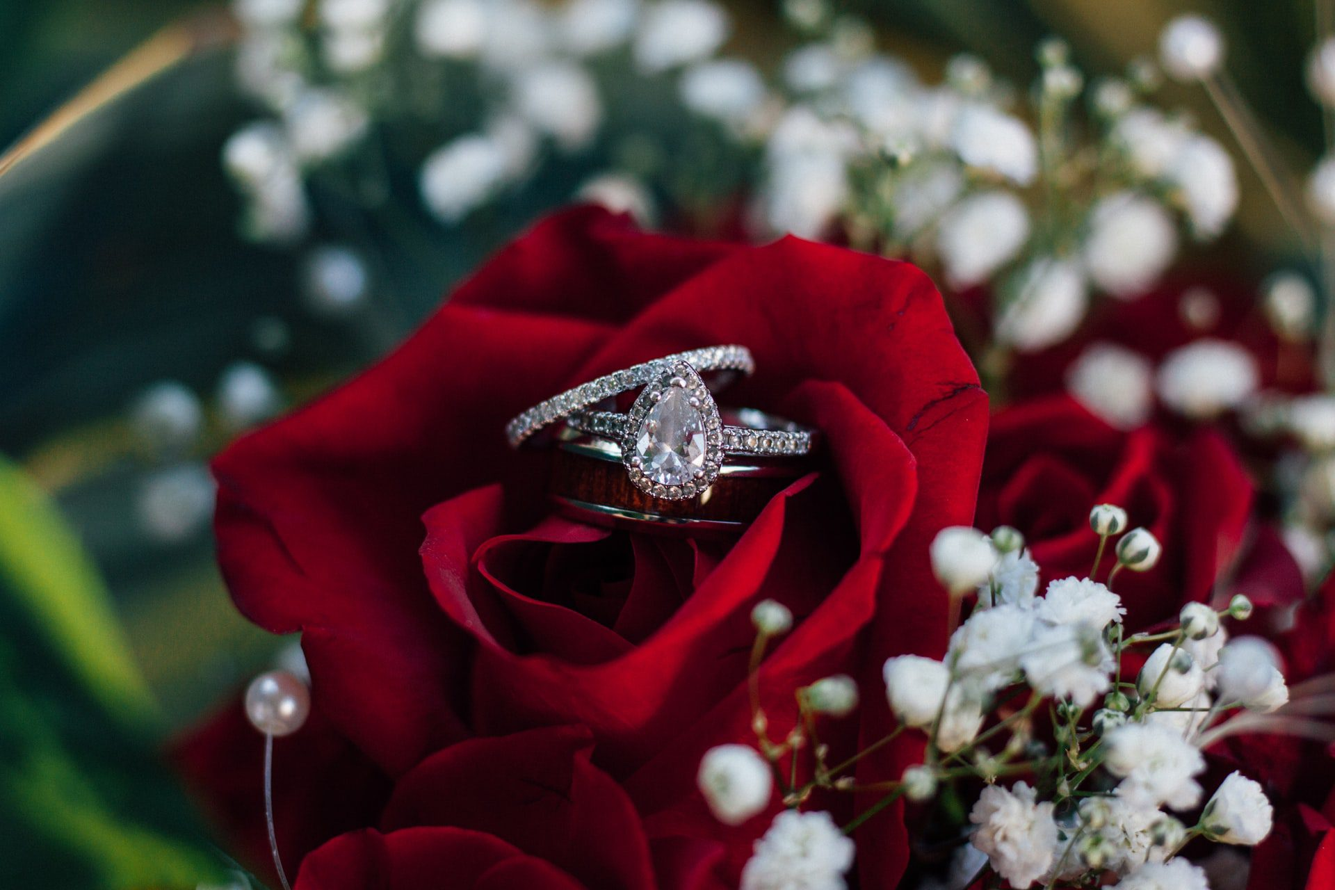 You are currently viewing Why Pick A Custom Engagement Ring