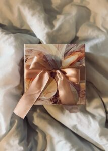 Read more about the article 8 Unique Present Ideas for Your Friend's Wedding