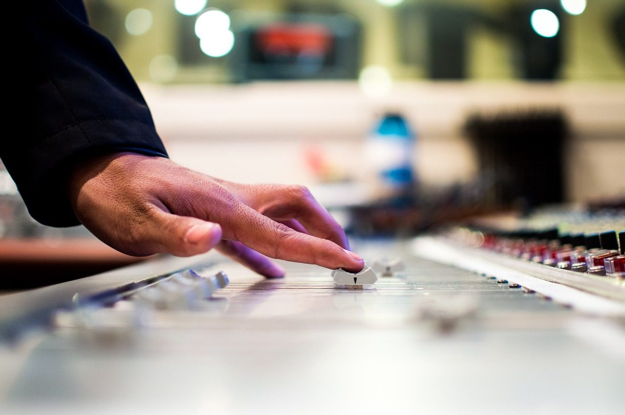 You are currently viewing 6 Tips That Will Help You Create Your Own Music