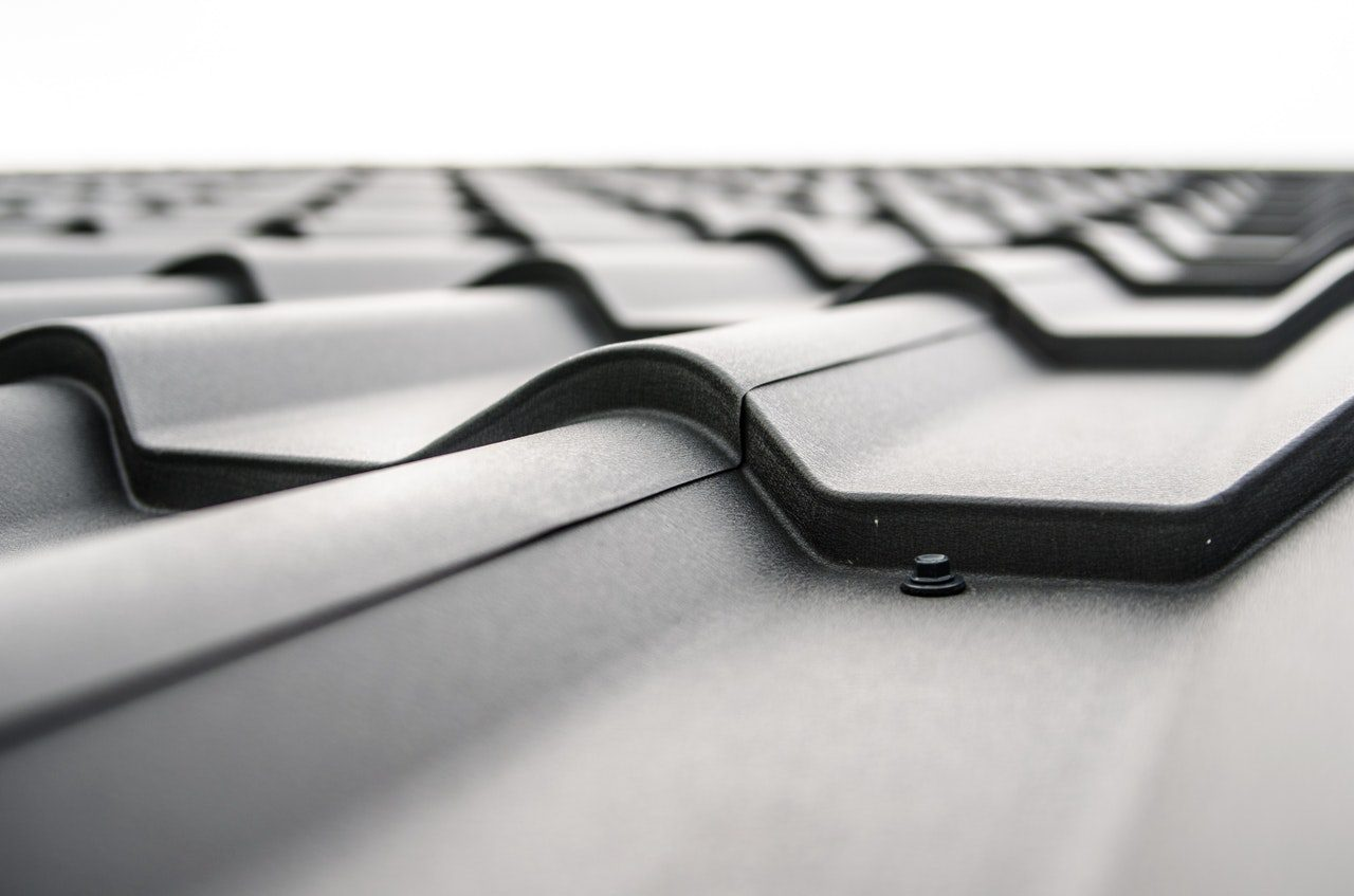 You are currently viewing Roof Maintenance Tips: Comparing Roofing Materials and Their Quality