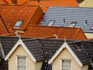 Read more about the article Roof Maintenance: 6 Clear Signs Your Roof Could Use a Repair