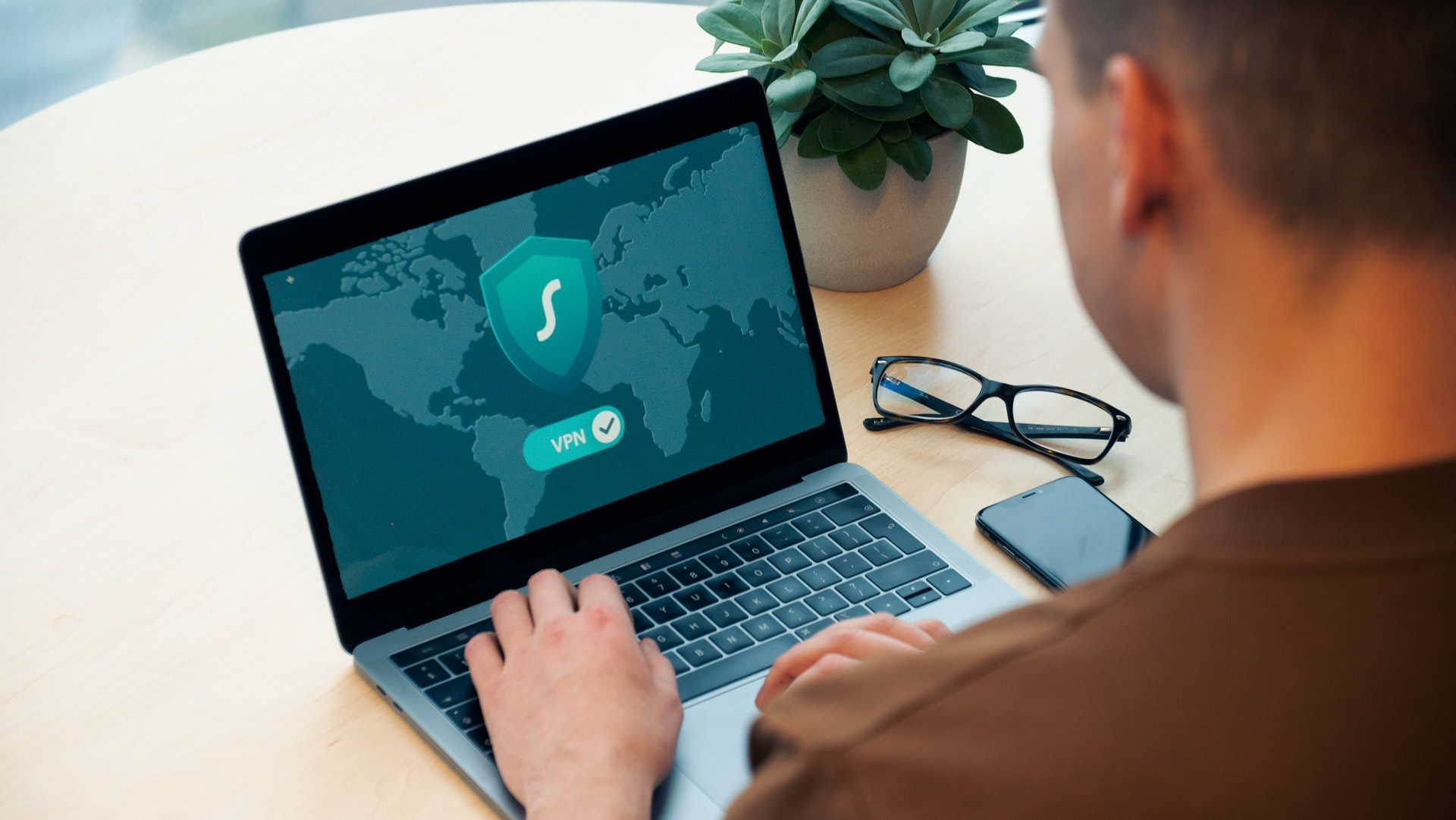 You are currently viewing 4 Good Reasons Why You Should Always Use A VPN