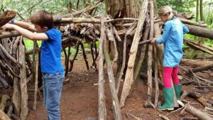 Read more about the article Fun Ways to Encourage Play-Based Learning with Craft Activities at Home
