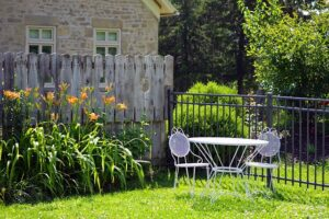 Read more about the article 10 Creative Ideas for a Complete Garden Makeover