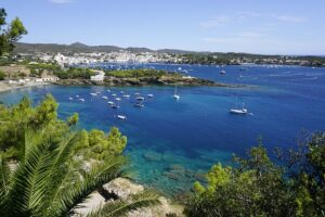 Read more about the article 10 Beaches in Spain Making Waves